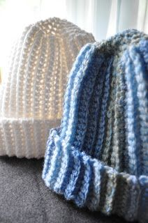 A Girl and Her Yarn: Ribbed Winter Hat 2 different wts of yarn