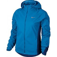 Meticulous research was done in the creation of the Women's Nike HyperShield Running Jacket. Ideal for cold, harsh weather, zoned fabric and seal seams provide breathable protection from the elements. Vest Jacket, Nike Jacket, Hooded Jacket, Rain Jacket, Nike Running, Coats For Women, Jackets For Women, Ladies Coats, Running Jacket