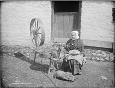 Irish Life: Irish Spinning Wheel by French, Robert, Spinning Yarn, Spinning Wheels, Vintage Photos Women, Sitting Poses, Cottages By The Sea, Sewing Tools, Go Green, Old Photos