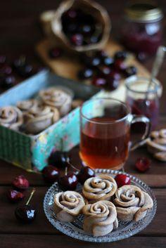 Cherry rose-shaped Cookies ~ Rico sin Azúcar