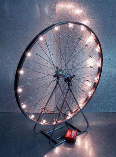 What to do with old bicycle rims? DIY DIY Ideas DIY Ideas DIY Project Decoration Decorating Ideas Accessories with Old Bicycle Wheel Bicycle Rims, Bicycle Wheel, Bike Wheels, Bicycle Decor, Bicycle Art, Wagon Wheels, Bicycle Lights, Diy Luz, Luminaria Diy