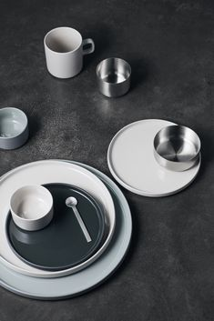 Blomus Mio dessertbord ø - moonbeam kopen? Snack Bowls, Brushed Stainless Steel, Plate Sets, Recipe Of The Day, Dinner Plates, Green And Grey, A Table, Dinnerware, Stoneware
