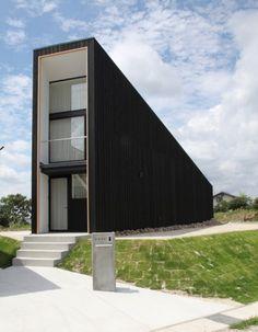 Uplifting, I would say. Love it! > Ogaki House / Katsutoshi Sasaki + Associates