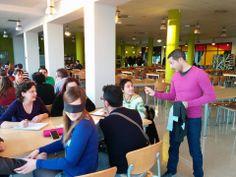 Segunda experiencia práctica en la clase de creatividad en CMUA Alicante en la Villa Universitaria, con el método de marketing lateral y los sentidos