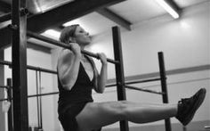 Women and Pull Ups: 3 Secretes for Pull-Up Success You've Probably Never Tried. andrew read, women's fitness, pull ups, l-sit pull up Fitness Tips For Men, Ladies Fitness, Our Lady, Powerlifting, Weight Training, Weight Lifting, Weight Loss Plans, Strength Training, Endurance Training