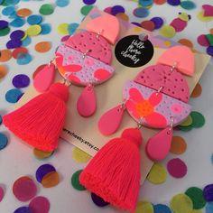 Pink Spritz Fiesta Dangles + + + Hot pink Polymer clay dangles w/ Red Tassels Ceramic Jewelry, Resin Jewelry, Leather Jewelry, Diy Jewelry, Handmade Jewelry, Jewelry Design, Jewelry Making, Jewellery, Diy Earrings