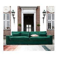 New York er en dyp lounge sofa av ypperste sort! En behagelig og myk sofa å krype opp i med en god bok eller nyte en fin film. Typisk sofa som innbyr til avslapping! Sofaen kommer i 2 str 244 lengde eller 277 begge 126 cm dyp, har avtagbart trekk og fler hundre tekstiler å velge mellom. 3 seter koster fra 19998,- i rimligstre tekstil. Nå har vi kampanje: Kjøp sofa, få 50% på puff,stol, bord tep...