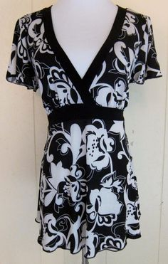 Hot Tempered Juniors XL Short Sleeve Black & White Floral Stretch Tunic Top #HotTempered #Tunic