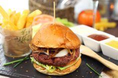 Ven y comparte con tus amistades el Martes Social en #Anauco. Este mes todos los Martes tu acompañante paga la mitad de su hamburguesa!!!