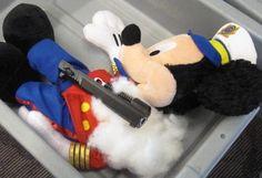 Découverte d'un pistolet caché dans une peluche à l'aéroport de Warwick (Rhode Island), le 8 mai 2012