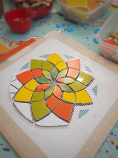 Glass Painting Patterns, Mosaic Ideas, Stained Glass, Flora, Coasters, Stone, Crafts, Inspiration, Design