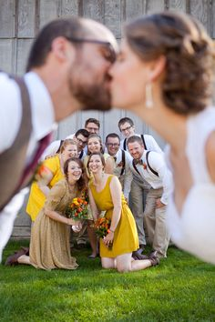 Love this picture with the wedding party! {SweetCheeks Photography}
