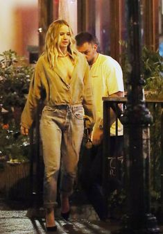 Jennifer Lawrence Has a sushi date with Cooke Maroney in the East Village - Jennifer Lawrence Has a sushi date with Cooke Maroney in the East Village Source link. Jenifer Lawrens, Celebrity Pictures, Celebrity Style, Jennifer Lawrence Style, Chic Outfits, Fashion Outfits, Paparazzi Photos, Katniss Everdeen, Kinds Of Clothes
