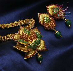 Mugappu and antique pendants-gold-pendants1-8-.jpg