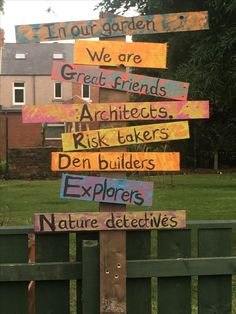 Sign post Preschool Playground, Preschool Garden, Sensory Garden, Playground Ideas, Backyard Playground, Outdoor Learning Spaces, Kids Outdoor Play, Play Spaces, Outdoor School