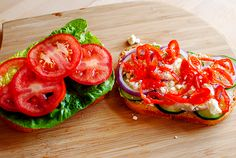 Copycat Panera Mediterranean Veggie Sandwich Copycat Panera Mediterranean Veggie Sandwich Recipe is a winner with vegetarians and meat eaters alike. Veg Sandwich, Easy Sandwich Recipes, Burger Recipes, Panera Sandwiches, Cold Sandwiches, Sweet Sauce, Lunch Snacks, Restaurant Recipes, Pizza