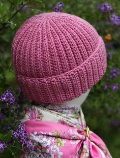 I have lost count of the number of crocheters who like my brioche hat and tea cosy patterns but don't knit and have asked for a crocheted version. I put my thinking cap on and fiddled around a bit and this is what I came up with. So just for you folk who wanted it in crochet, here it is - finally.