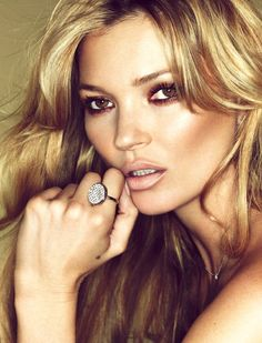 Supermodel Kate Moss has designed a collection of jewellery inspired by her own rarely seen tattoos for the prestigious Parisian jeweler Fred. She also stars in the campaign captured by Sonia Sieff with styling by Marine Braunschvig. Love Makeup, Beauty Makeup, Makeup Looks, Hair Makeup, Hair Beauty, Neutral Makeup, Gorgeous Makeup, Dewy Makeup, Pretty Makeup