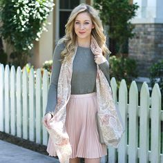 Soft colors for #fall . Wearing @bananarepublic today on adaydreamlove.com #ontheblog #ootd #itsbanana