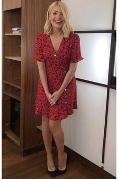 - Photo - Holly Willoughby has worn some gorgeous summer dresses on This Morning and Celebrity Juice in Take a look through her top looks here… Holly Willoughby Hair, Holly Willoughby This Morning, Holly Willoughby Outfits, Whistles Dresses, Best Summer Dresses, Look Fashion, Female Fashion, Dress Fashion, Who What Wear