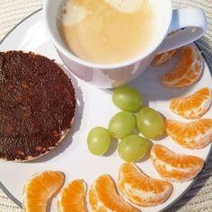 #frühstück#colazione#reiswaffel#galettadiriso#mandarine#mandarino#uva#weintrauben#kaffee#ohnekaffeegehtnix#abnehmen#abnehmenohnezuhungern#dimagrire#dimagriremangiando#lowcarb by italylady1980lowcarb