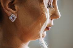 Como escolher a grinalda ideal para seu casamento? Diamond Earrings, Stud Earrings, Rose Gold, Jewelry, Fashion, Dress Wind, Classic Style, Stylish Hairstyles, Dress Wedding