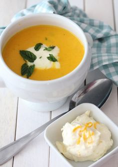 Carrot soup with ginger and orange Carrot Soup, Lunches And Dinners, Bon Appetit, Thai Red Curry, Carrots, Food And Drink, Eat, Cooking, Ethnic Recipes