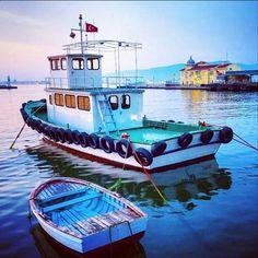 Hayatın şeffaf, parlak, gülümseten ve insanı hafifleten bir anlamı varsa eğer; o anlam kesin İzmir'dedir. Tarihi Pasaport İskelesi'nin en güzel gülüşünden günaydın. #cityofizmir @cityofizmir Good morning from the blue side of West Coast of Turkey. #izmir