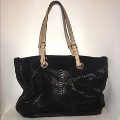 "Michael Kors Jet Set Python embossed tote This bag is in really great, almost excellent  pre-loved condition. Some wear noted on the inside (see pics). Handles are genuine leather and show signs of patina (when genuine, high-quality leather darkens due to age and wear). No MK hang tag - I removed when purchased but can be bought individually on other websites for a minimal amount. Approx 16"" in width, approx 11"" in height, approx 6"" in width. ✅offers ❌tradesbundles save 20% off 2+ MICHAEL…"