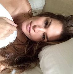 This is a true makeup-free selfie! Cindy Crawford shared a bare-faced pic for UNICEF's #WakeUpCall campaign.