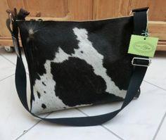 Leather Bag#Cow Hair Bag#Tote#Bag#Ledertasche# Umhängetaschen - KUHIE, Kuhfelltasche schwarz-weiß mit Fransen - ein Designerstück von gmischtesach bei DaWanda