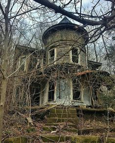 """God and Country Living ollebosse: """" """" Related posts:Abandoned Mansion with Indoor Pool Abandoned Mansion For Sale, Old Abandoned Buildings, Abandoned Castles, Abandoned Mansions, Old Buildings, Abandoned Places, Spooky Places, Haunted Places, Creepy Houses"""