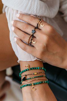 Bead Jewellery, Boho Jewelry, Beaded Jewelry, Jewelery, Jewelry Accessories, Jewelry Design, Beaded Bracelets, Ankle Bracelets, Diy Bracelets Easy