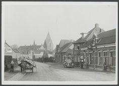 Oude stationsstraat met uitzicht op de kerk