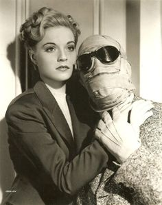 Vincent Price and Nan Grey in The Invisible Man Returns [1940]