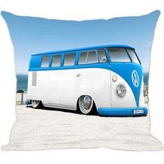 Quer dar um toque especial na decoração da sua casa?  A Almofada Digital Kombi traz uma estampa divertida de um dos automóveis mais famosos do mundo, deixando seu ambiente mais descolado. http://www.luisadecor.com.br/products/almofada-digital-kombi-blue.html