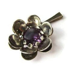 Vintage Kultaseppa Salovaara amethyst and sterling silver pendant, Finnish design 1970s, purple floral pendant, 925 Scandinavian silver. https://www.etsy.com/listing/289715301/vintage-kultaseppa-salovaara-amethyst