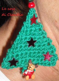 mia creazione: orecchino natalizio all'uncinetto