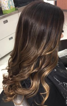 Ideas hair color ombre ideas for brunettes balayage highlights Brown Hair Balayage, Brown Blonde Hair, Balayage Brunette, Hair Color Balayage, Brunette Hair, Hair Highlights, Bayalage, Long Brunette Ombre, Hair Color For Brown Skin