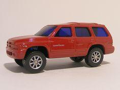 For sale 3.50 Euro >>Chrysler Durango Maisto - Speelgoedenverzamelshop