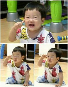 The son of Lee Hwi Jae. Korean Tv Shows, Korean Variety Shows, Superman Kids, Ulzzang, Song Triplets, Lee Bo Young, Yoo Ah In, Asian Babies, Good Doctor