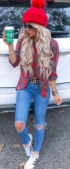 10 Cute Fall Outfits To Wear Now - Gucci Nails - Ideas of Gucci Nails - green-and-red plaid long-sleeved shirt black Gucci belt and distressed blue-washed jeans Donna Fashion, Blue Fashion, Look Fashion, Fashion Outfits, Womens Fashion, Fashion Clothes, Fashion Shirts, Clothes Women, Cheap Fashion