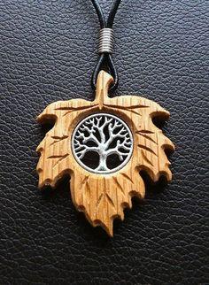 Todchic, Magische Zauberwelt, Holz, Amulett, Lebensbaum im Ahornblatt