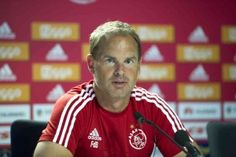 Frank de Boer heeft op de website van Ajax de wedstrijdselectie voor het uit-duel tegen FC Twente van aanstaande zaterdag bekend gemaakt. Mitchell Dijks ontbreekt nog in de selectie wegens een liesblessure die hij opliep in de thuiswedstrijd tegen ADO Den Haag eind vorige maand.