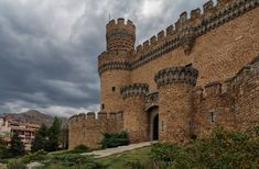 Castle of los Mendoza - The New Castle of Manzanares el Real, also known as Castle of los Mendoza, is a palace-fortress erected in the 15th century in the town of Manzanares el Real (Community of Madrid, Spain), next to the reservoir of Santillana at the foot of Sierra de Guadarrama. Its construction began in 1475 on a Romanesque-Mudéjar hermitage and today is one of the best preserved castles of the Community of Madrid. It was raised on the river Manzanares, as a residential palace of the…