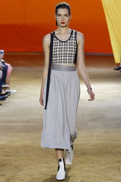Céline Spring 2016 Ready-to-Wear Fashion Show - Gaby Loader (Next)