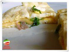 Omlet light z cukinią, serem, szynką i rukolą Przepis