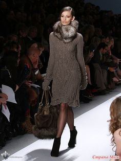 Платье от Dennis Basso