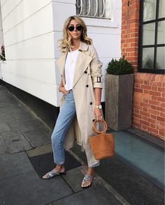 Emma Hill style, trench coat, white t-shirt, gold necklace, tan Simon Miller Bonsai bag, light wash jeans, round ray ban sunglasses, ATP Atelier Roas sandals in python, chic summer outfit
