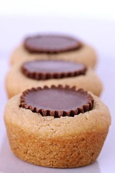 Peanut Butter Cookies with Peanut Butter Cups. Easy to make. Tip: freeze the peanut butter cups and then place into the cookies while hot. Yummy Treats, Sweet Treats, Yummy Food, Peanut Butter Cups, Holiday Baking, Christmas Baking, Cookie Sandwich, Cookie Recipes, Dessert Recipes